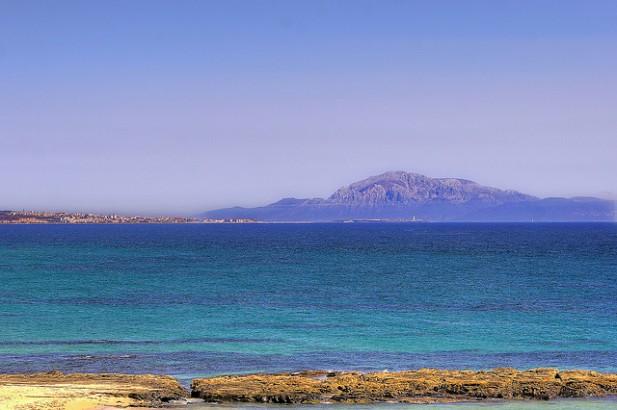 Tarifa e África desde a Praia de Mirlo.