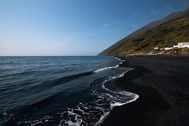 Foto da Stromboli main beach, Aeolian Islands.