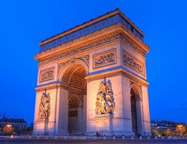 Foto do Arco do Triunfo em Paris.