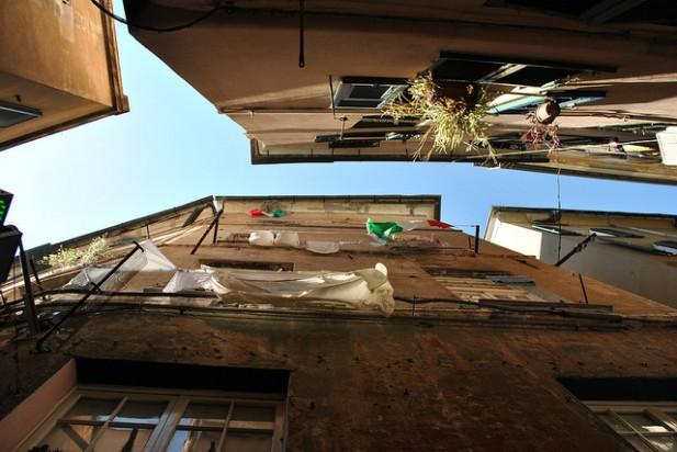 Foto dos carrugi de Génova.