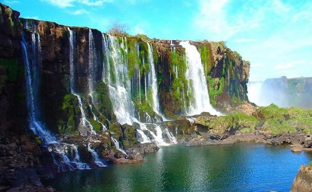 Foto das Cataratas do Iguaçu com Velvia Effect.