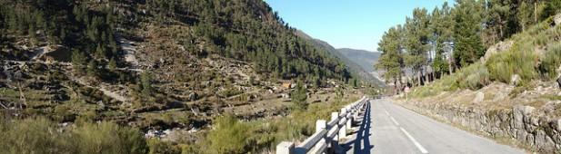 Foto de estrada em Manteigas na Serra da Estrela.