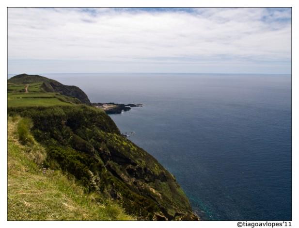 Foto de paisagem sobre o Oceano Atlântico, a partir da Ilha de São Miguel.