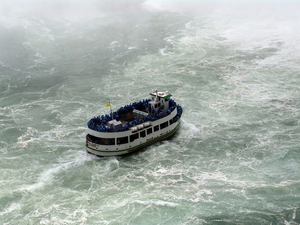 Foto do navio Maid of the Mist das Niagara Falls.