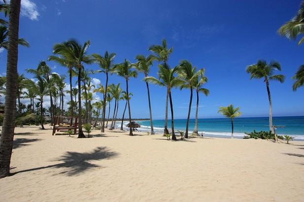 Foto de palmeiras, areia e mar em Punta Cana.