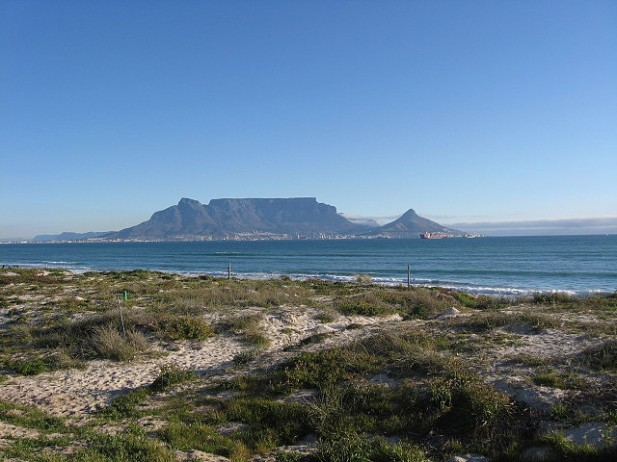 Foto de Table Mountain visto da praia.