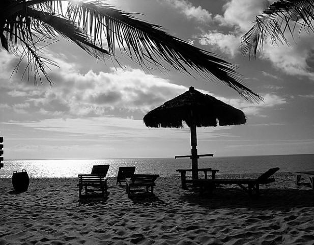 Foto da praia de Taperapuã em Porto Seguro, Brasil.
