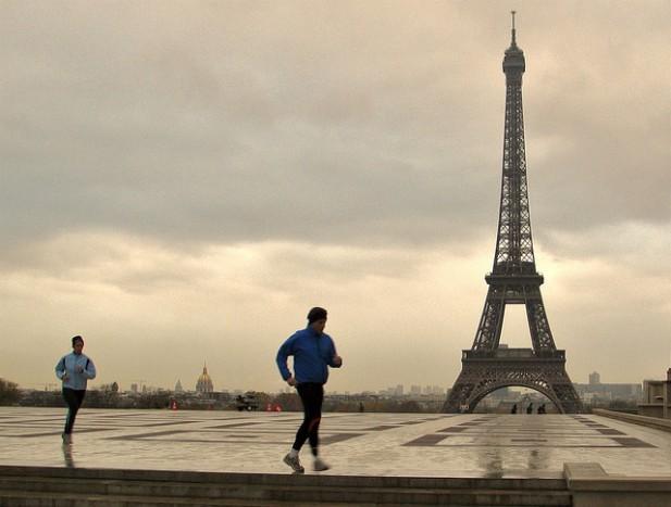 Foto da Torre Eiffel em Paris.