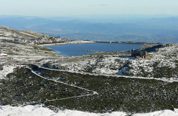 Foto com vista sob a Serra da Estrela.