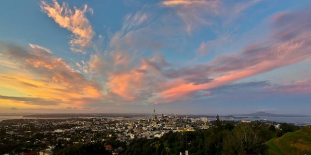 Foto panorâmica da cidade de Auckland na Nova Zelândia.