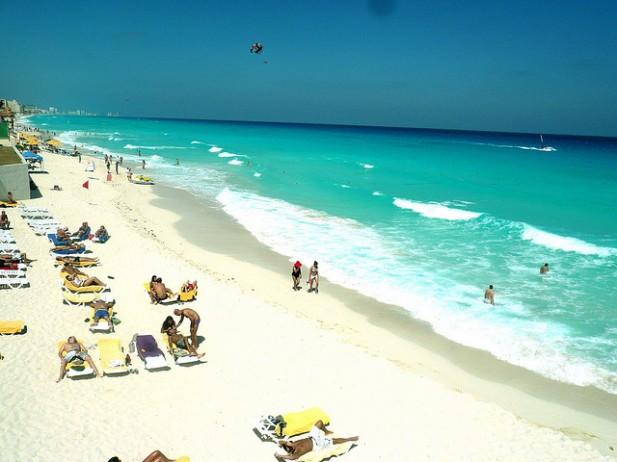 Foto de praia em Cancún, México.