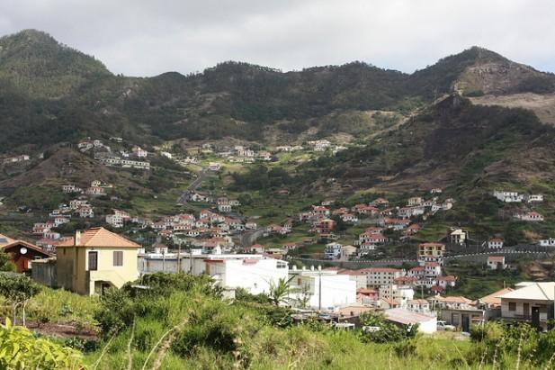 Foto de povoação em Machico, Madeira.