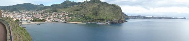 Foto panorâmica sob a povoação de Machico, Madeira.