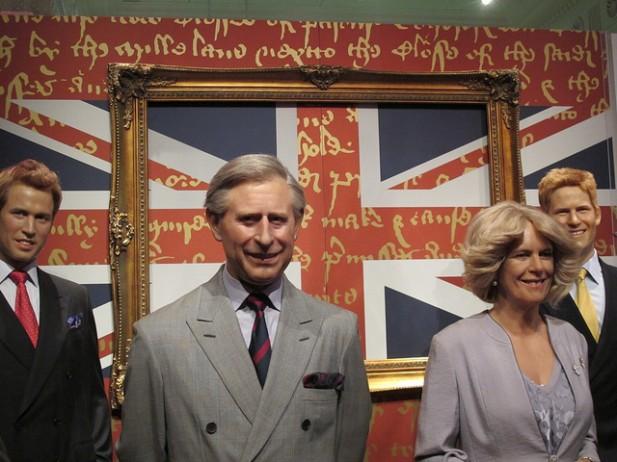 Foto de personagens da familia real feitas de cera no Museu Madame Tussauds de Londres.