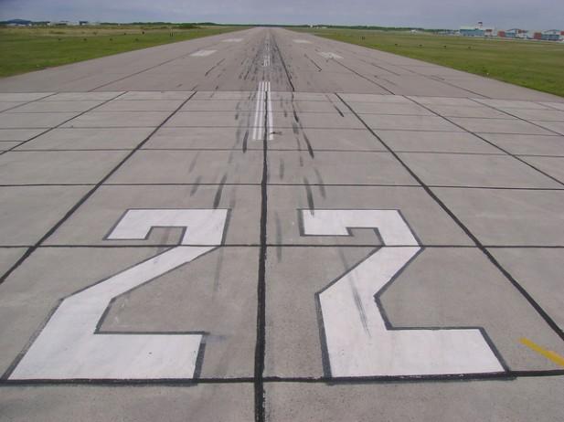 Foto de pista de avião.