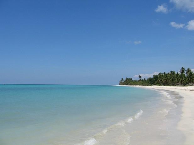 Foto de mar e areia em Port Salut, Haiti.
