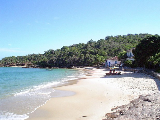 Foto de praia da Azeda em Búzios, Brasil.