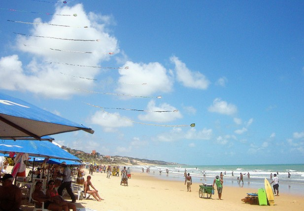 Foto da praia de Ponta Negra em Natal no Brasil.
