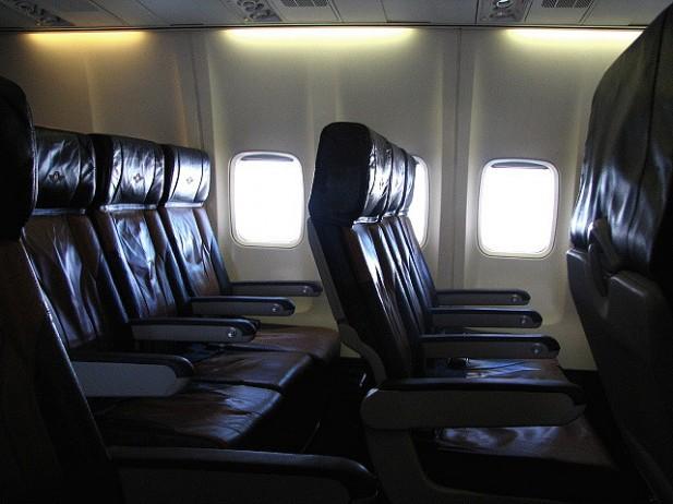 Foto de bancos de avião.