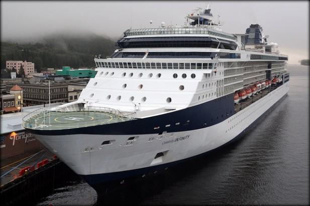 Foto de navio de cruzeiro.