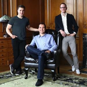 Brian Chesky, Nathan Blecharczyk e Joe Gebbia, os co-fundadores da Airbnb