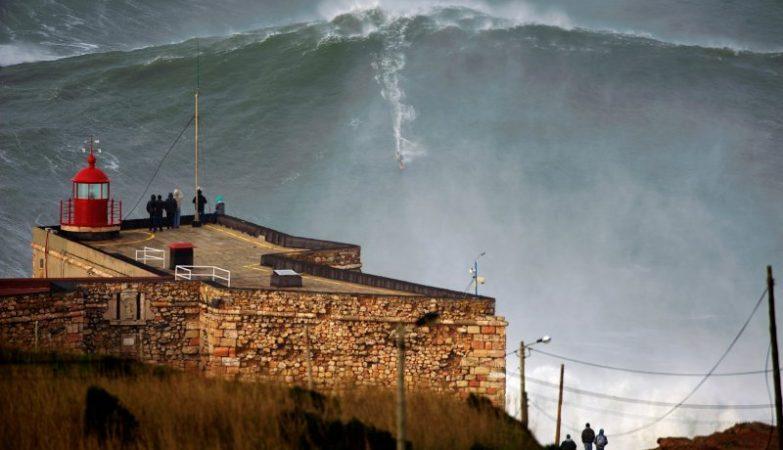 Esta onda, surfada por Garrett McNamara a 1 de novembro de 2011, levou a Nazaré aos quatro cantos do Mundo