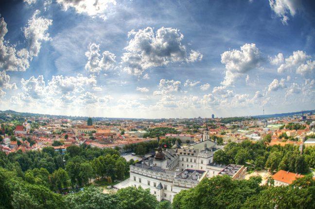 Vilnius, a maravilhosa capital da Lituânia, vista do cimo da torre de Gediminas