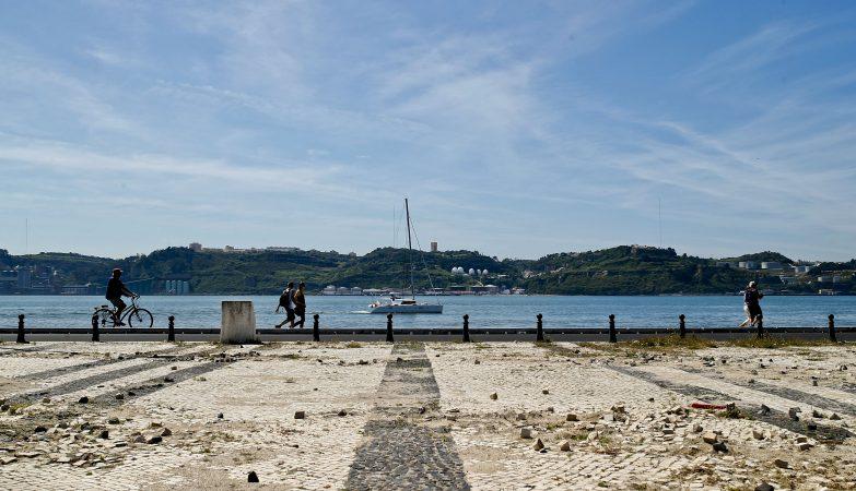 A Junta de Freguesia de Belém, em Lisboa, vai criar ainda este ano uma praia urbana com areia e espreguiçadeiras no terreiro das Missas, junto ao Tejo
