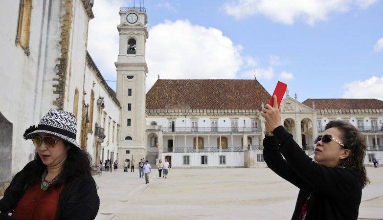 Desde a classificação como Património Mundial, que os turistas na Universidade de Coimbra têm vindo a crescer, entre eles os asiáticos, que já suplantaram o número de visitantes portugueses