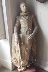 Estátua de D. Sebastião guardada numa arrecadação do Instituto de Oftalmologia Doutor Gama Pinto, em Lisboa