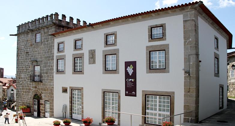 A Casa Torreada Barbosa Aranha, em Ponte de Lima, foi adquirida pela autarquia local e recuperada para acolher o Centro de Interpretação e Promoção do Vinho Verde